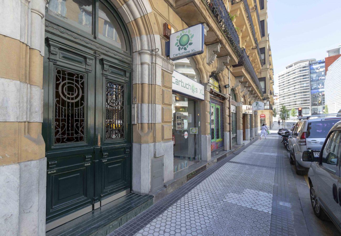 Apartment in San Sebastián - LARRAMENDI I